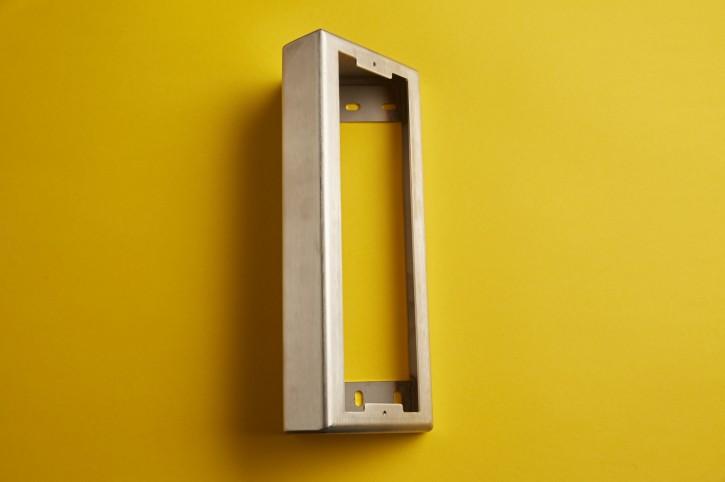 Aufputz-Gehäuse 45 Grad für Türstellen der Grösse 3 Modul