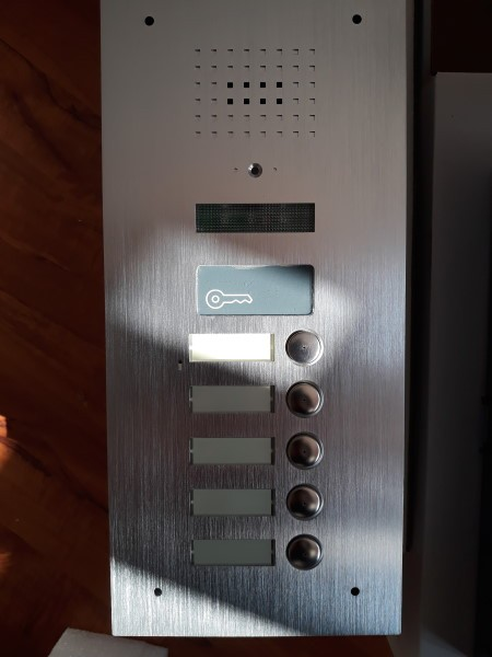 Unterputz-Außenstation für 5-Famillienhaus mit versteckter Kamera-BMV-2405SR RFID