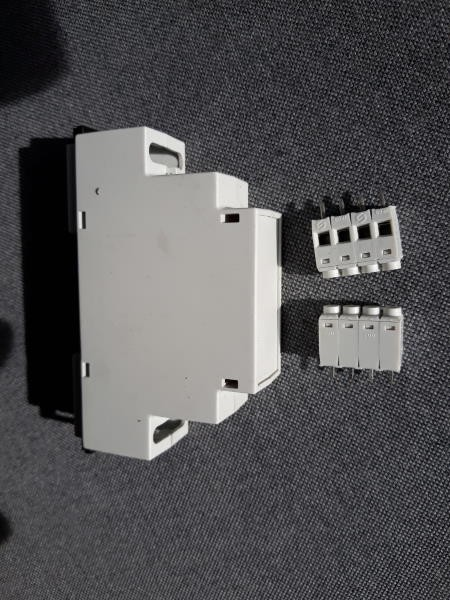 Hutschienengehäuse 2–Module Serie 225 / 1,5TE